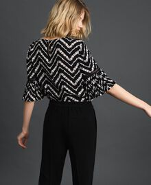 "Floral and chevron print blouse Black / ""Snow"" Chevron Print Woman 192TP252A-03"