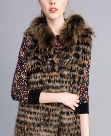 Gilet tricoté en fourrure Bicolore Noir / Camel Femme PA82LD-04