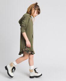 Robe en molleton avec capuche et patch papillon Vert «Alpin» / Imprimé Camouflage Enfant 192GJ2561-02
