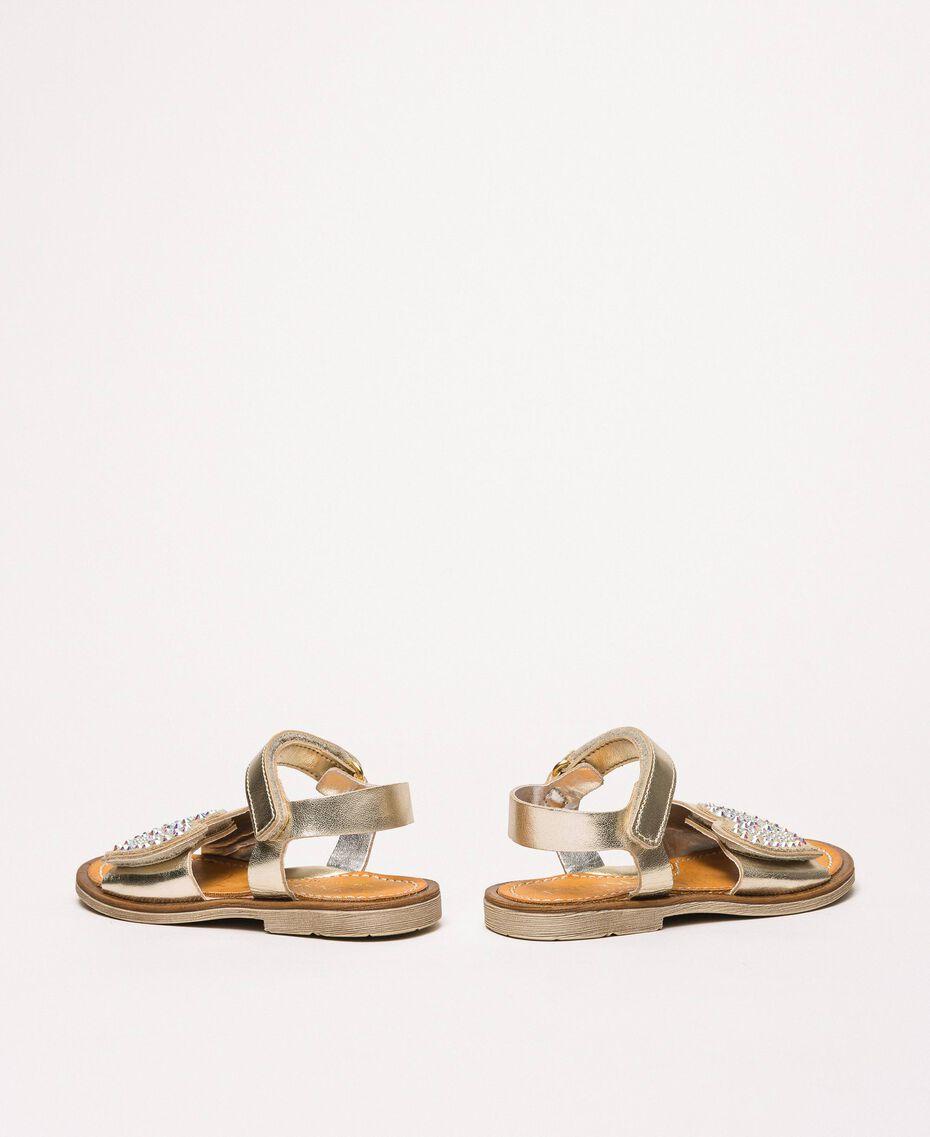 Sandalen aus laminiertem Lederimitat mit Herz Gold Gelb Kind 201GCB040-03