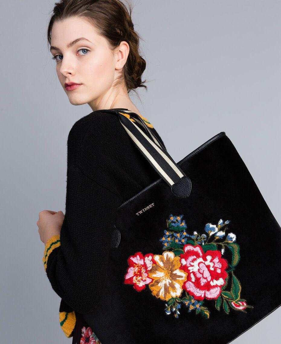Shopper aus Samt mit Stickerei Schwarz Frau AA8PLA-0S