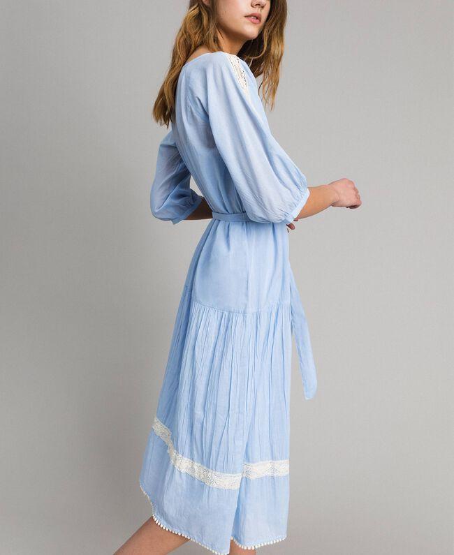 cca2fcac09b Robe en voile ornée de dentelle et de broderies Bicolore Bleu Clair