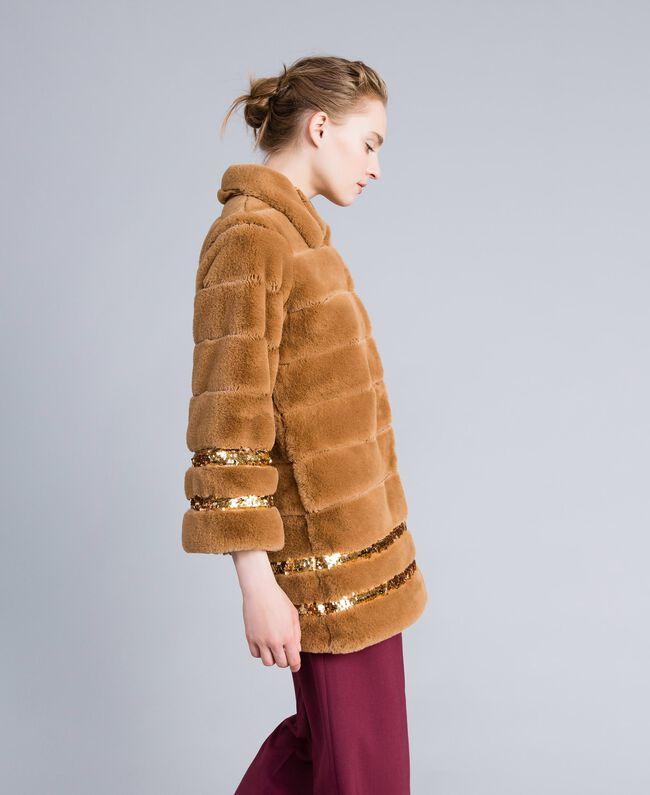 Cappotto in similpelliccia e paillettes Camel Donna PA82KB-01