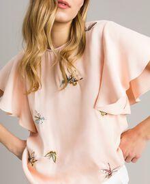 """Blouse en satin avec broderie papillons Rose """"Sable Rose"""" Femme 191TT2115-04"""
