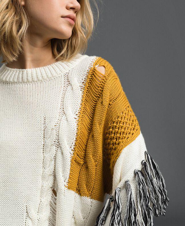 Pullover mit Zopfmuster und Fransen Vanille / Safrangelb / Schwarz Frau 192MP3041-01