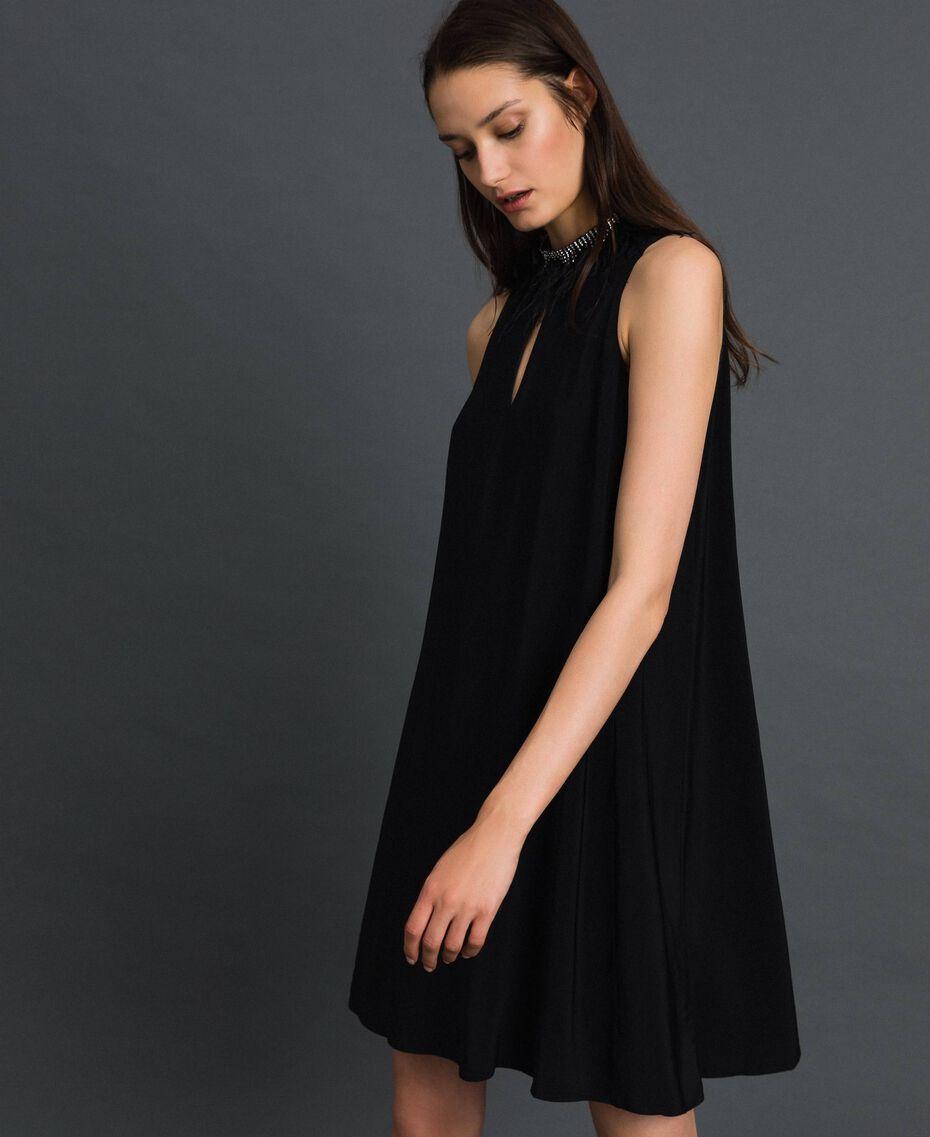 Kleid aus Georgette mit abnehmbarem Schmuck Schwarz Frau 192TP2111-02