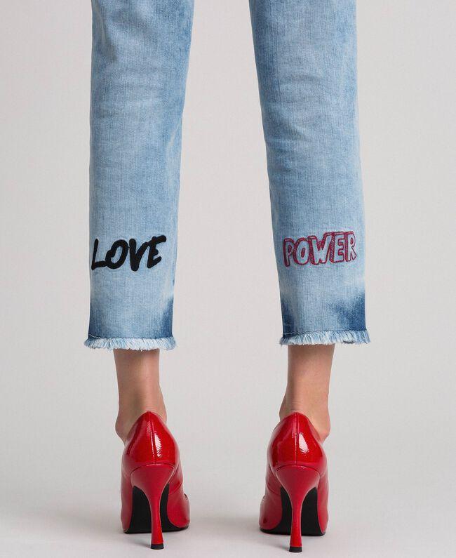 Jean cinq poches avec broderies Bleu Denim Femme 192MP2190-01