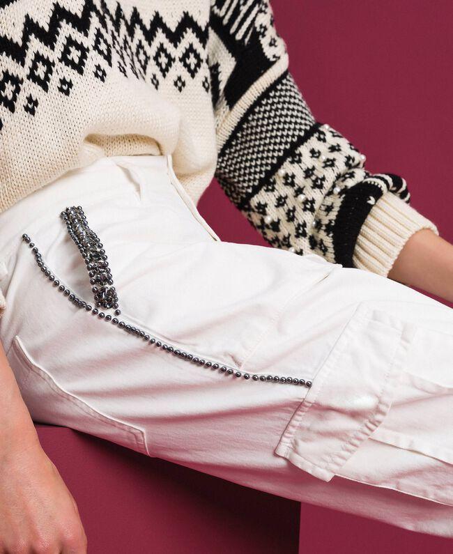 Брюки-карго с декоративными камнями и заклепками Белый Снег женщина 192TP2583-01