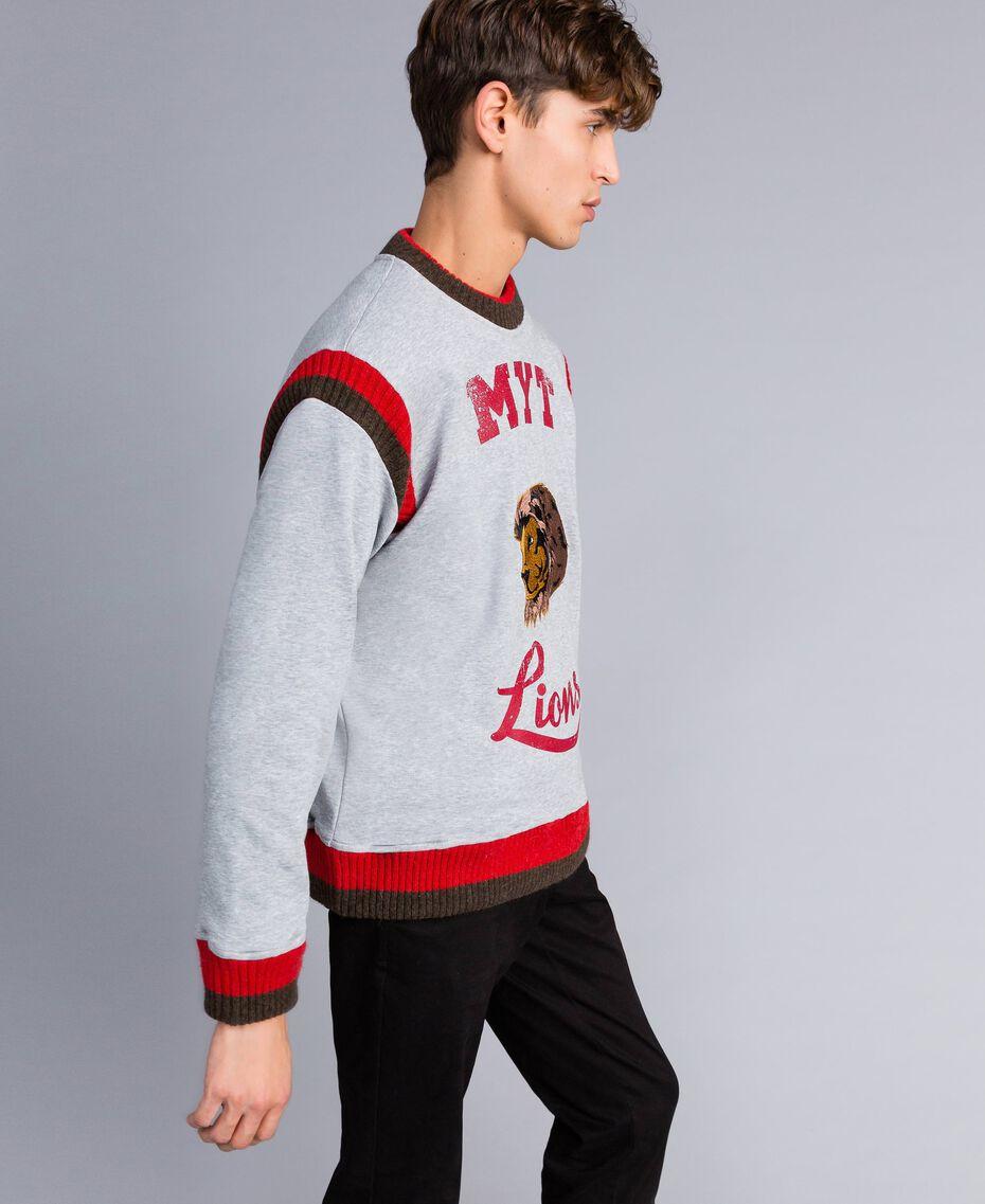 Sweat en coton avec imprimé et broderie Multicolore Gris Chiné / Rouge Coquelicot / Vert Alpin Homme UA82DC-02