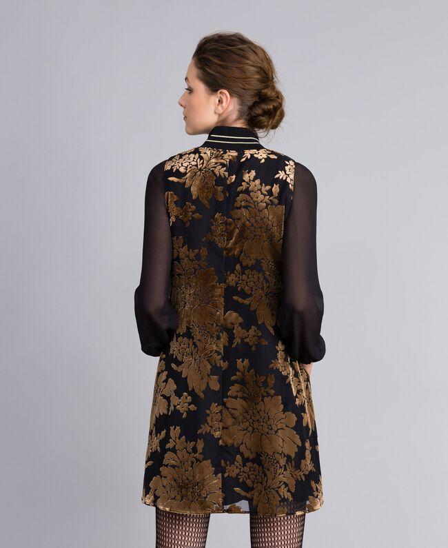Kurzes Kleid aus Dévoré-Samt Dévoré Kamelbraun Frau PA82M5-03