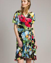 Georgette-Kleid mit Blumenmuster Motiv Schwarze Macro Blumen Frau 191TT2482-02