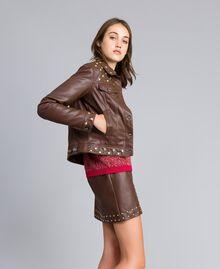 Jacke aus Lederimitat mit Nieten Mahagoni Bordeaux Frau YA82BC-02