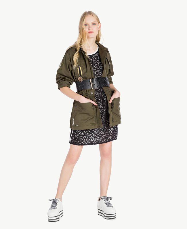 Jacke mit Stickereien Steingrün Frau YS826B-05