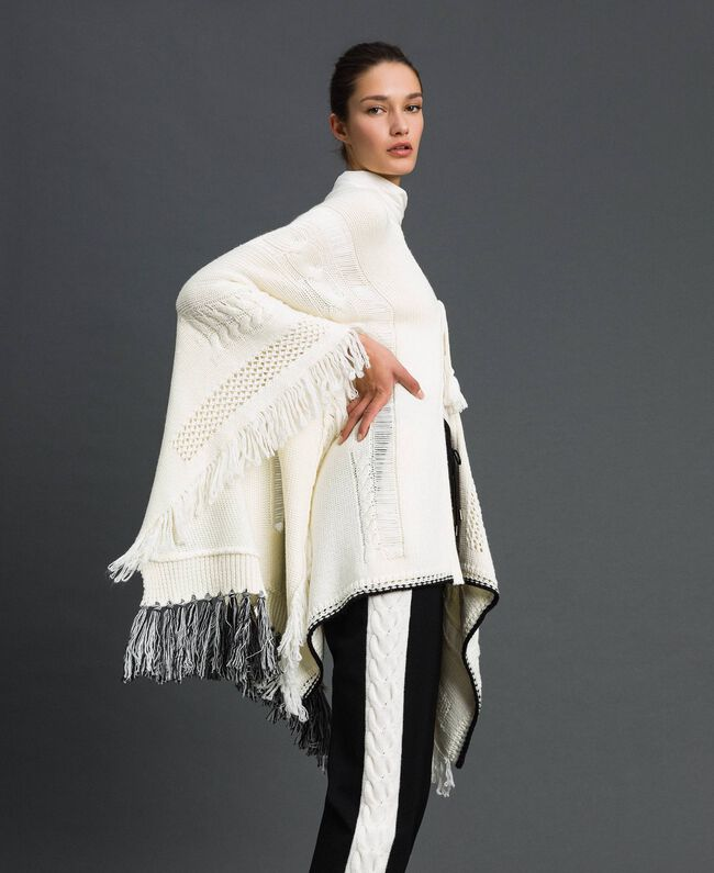 Openwork poncho with fringes and tassels Vanilla / Black Woman 192MP3040-01