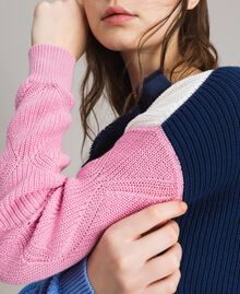 Pull color block avec broche nœud Multicolore Indigo / Blanc / Rose Hortensia Femme 191MP3091-04