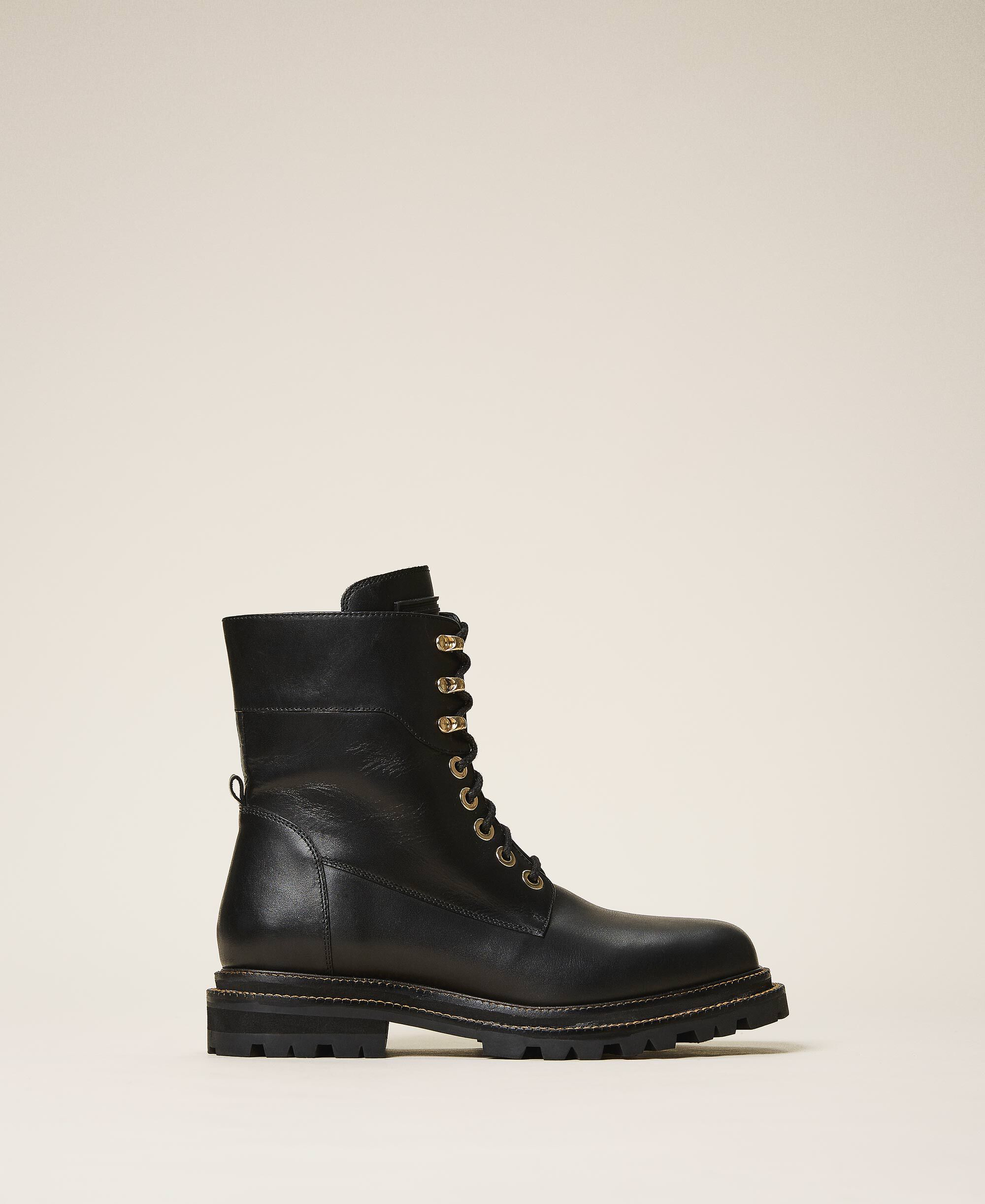 Tie-up leather combat boots Woman