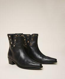 Stiefelette aus Leder mit Nieten Schwarz Frau 202TCP14A-01