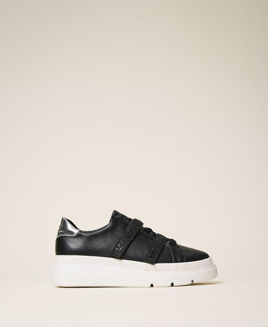 Sneakers aus Lederimitat mit Logo Schwarz Frau 202MCT010-03