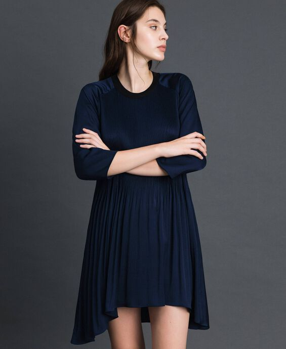 Pleated dress with three-quarter sleeves