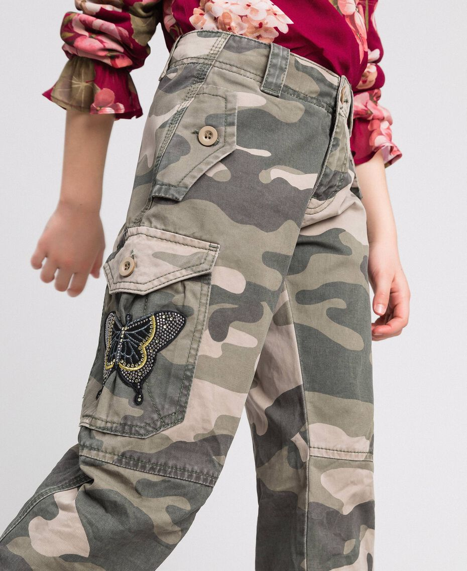 Camouflage print cargo trousers Camouflage Print Child 192GJ2162-01