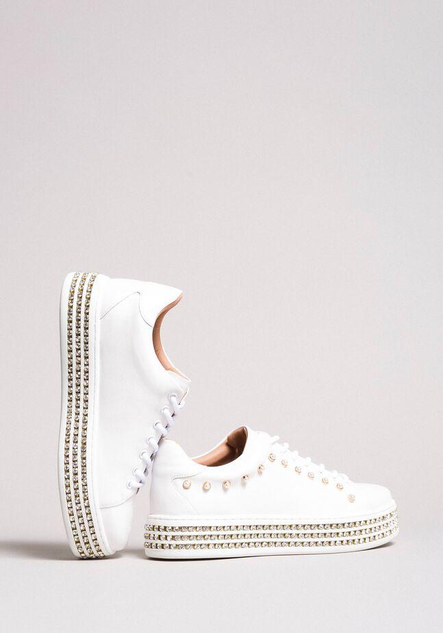 Leder-Sneakers mit Strasssteinen und Perlen