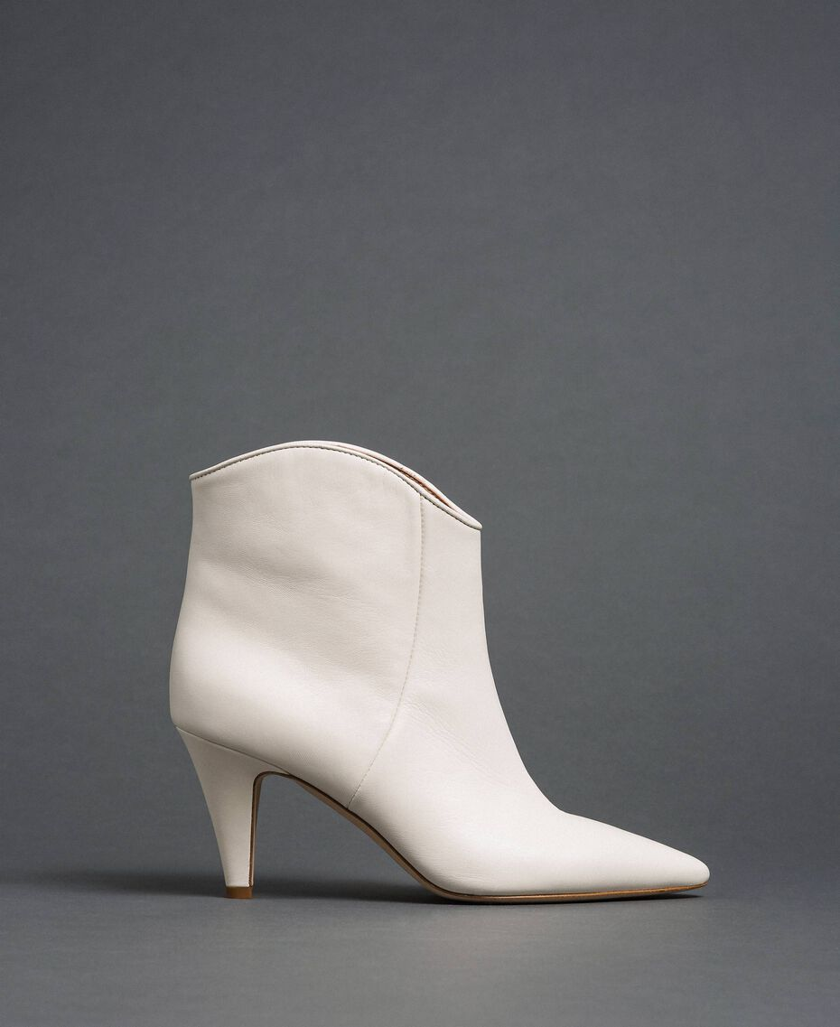 Leather ankle boots White Snow Woman 192TCT01A-02