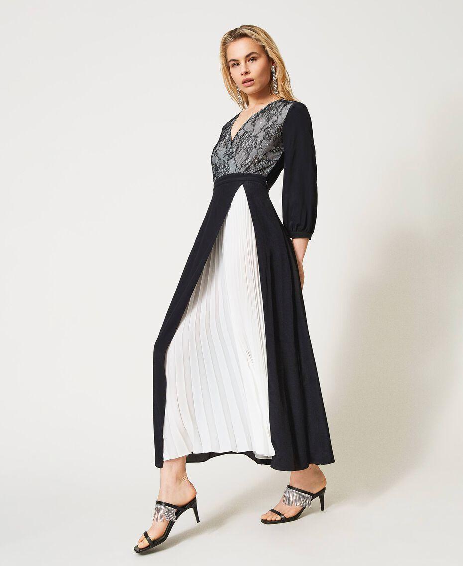 Robe longue avec dentelle de Chantilly et plissé Bicolore Noir / Blanc Optique Femme 211TQ210A-02