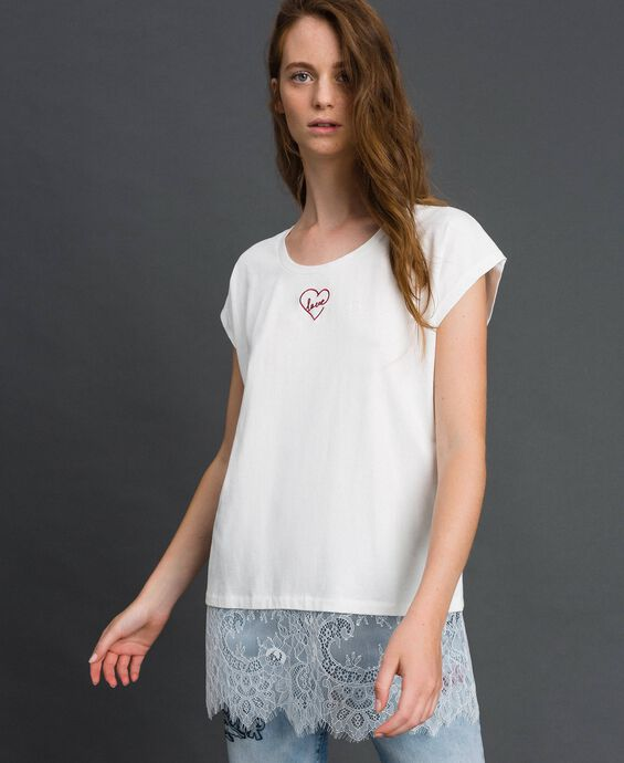 T-shirt with heart embroidery and lace at the hem