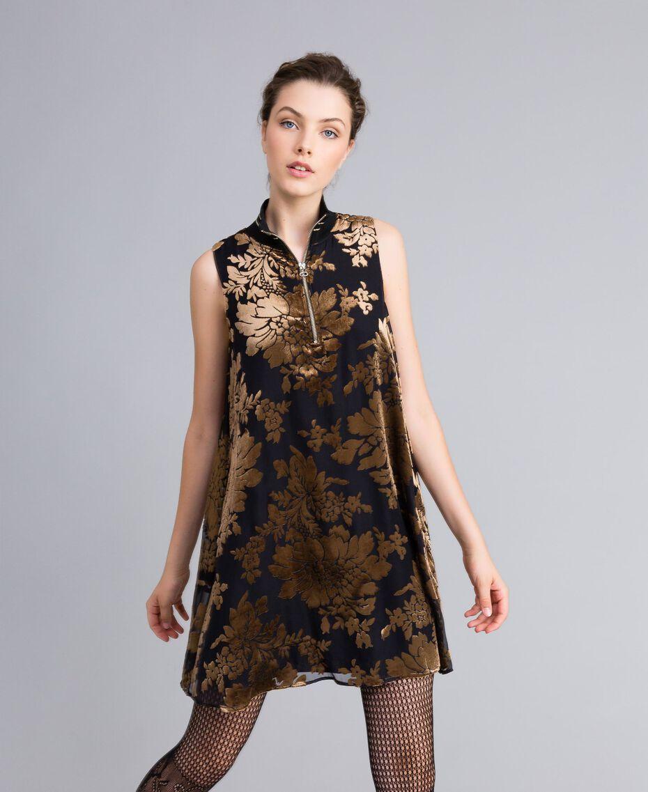 Kurzes Kleid aus Dévoré-Samt Dévoré Kamelbraun Frau PA82M5-05