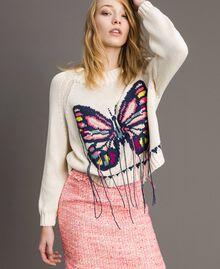 Kastig geschnittener Pullover mit handgesticktem Schmetterling Helles Ecru Frau 191TP3110-05