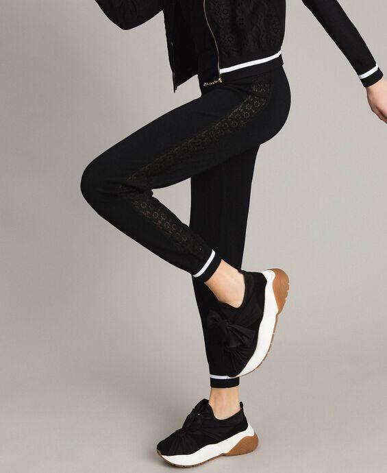 Pantaloni jogging con bande effetto pizzo