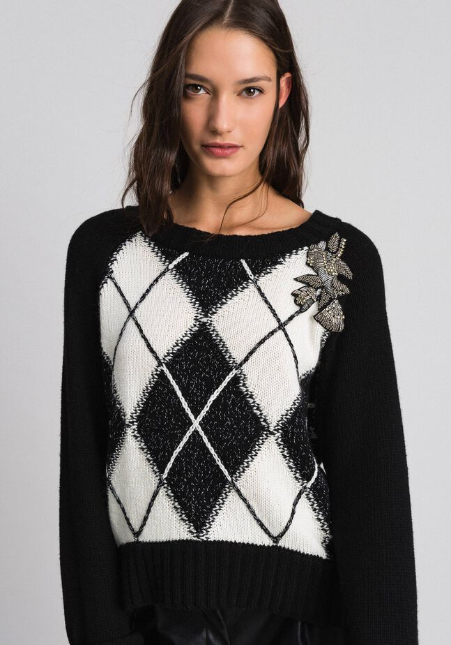 Boxy jumper with diamond patterned inlays and embroidery