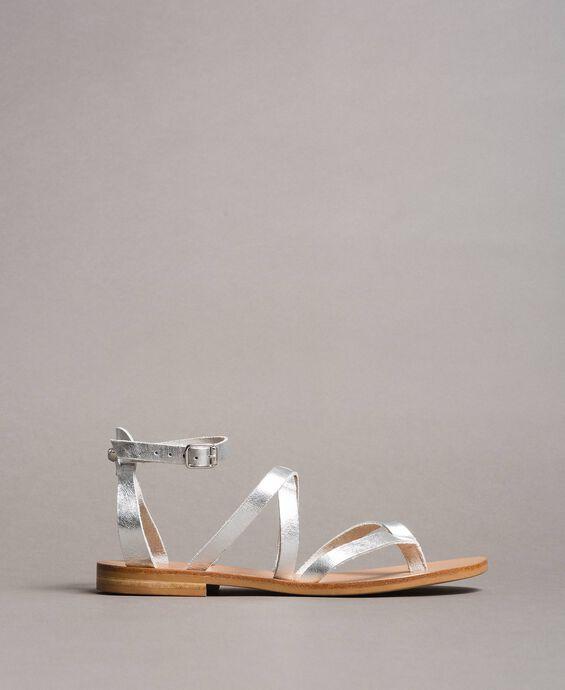 Laminierte Leder-Sandalen mit Riemchen