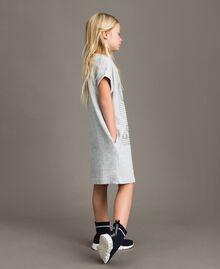 Minikleid aus Stretch-Fleece mit Strass Hellgrau-Mélange Kind 191GJ2463-02