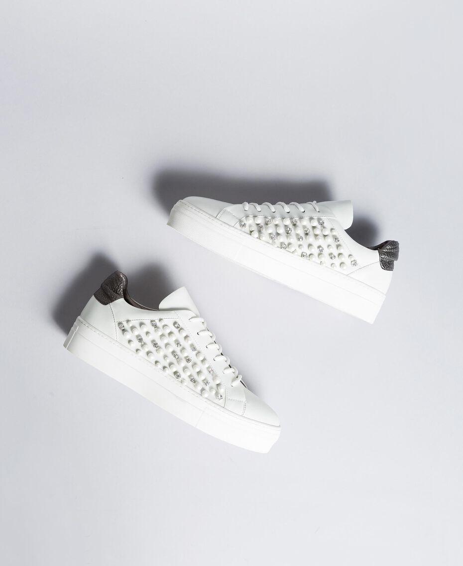 """Sneakers mit Zierperlen und Nieten """"Ice""""-Weiß Frau DA8PBS-02"""