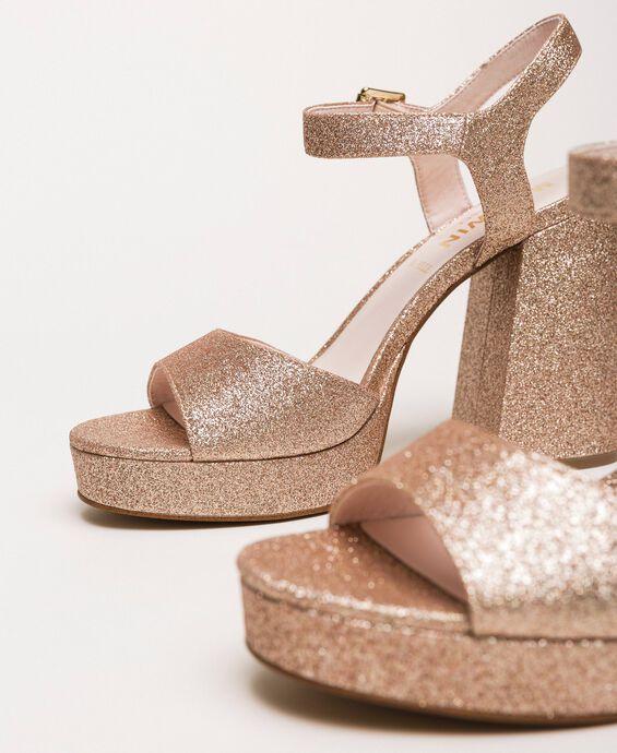 Platform sandals with glitter