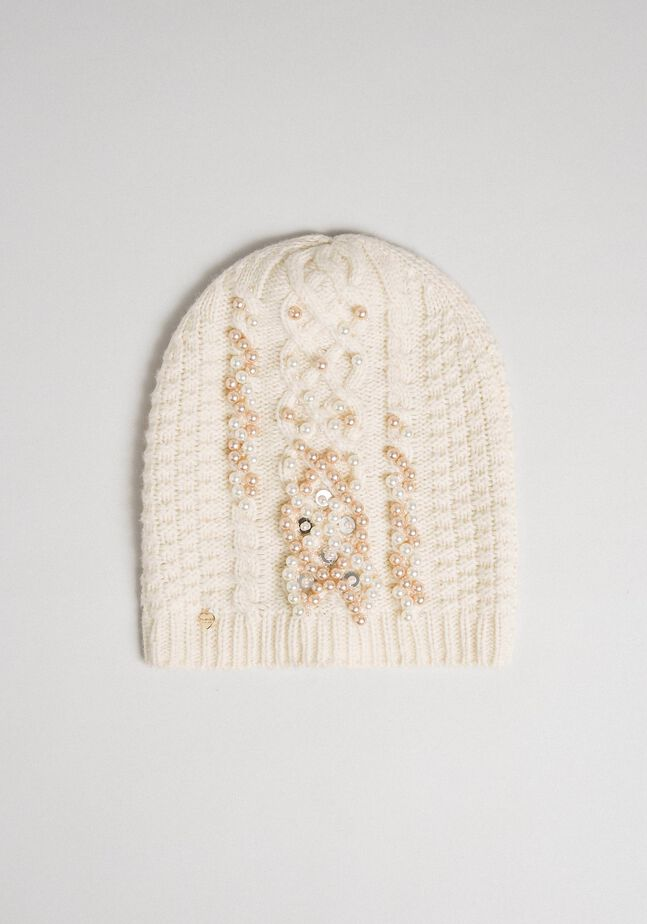 Cable knit beret with pearls and sequins