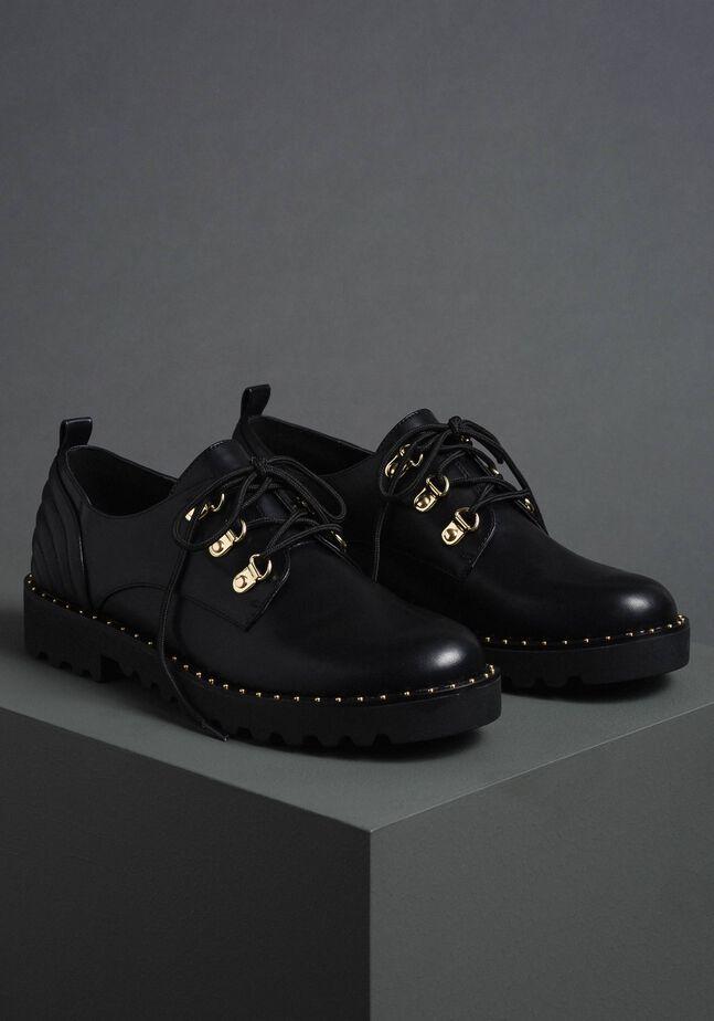 Schuh mit Wanderschuhschnürung