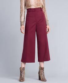 Cropped-Hose aus Cool Wool Bordeaux Frau PA823N-01