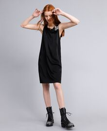 Kleid aus Envers-Satin Schwarz Frau QA8TGS-0T
