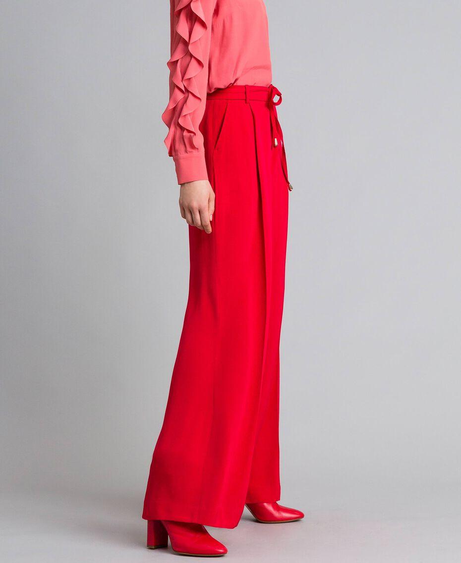 Weite Hose aus Cady Rot Mohn Frau PA825D-02