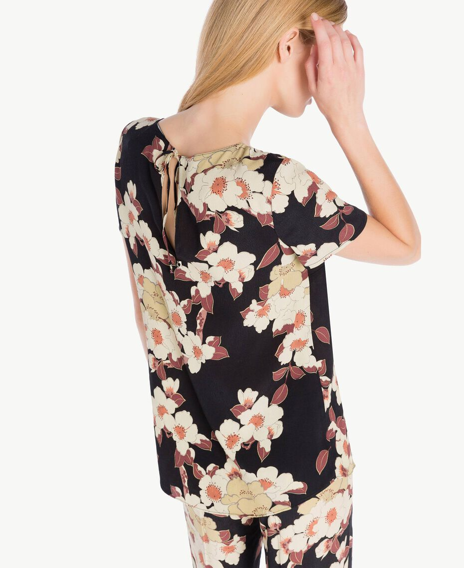 "Blusa estampada Multicolor ""Estampado Flores Cerezo"" TA7253-03"