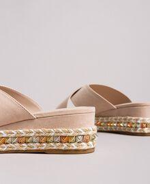 "Wildleder-Sandalen mit Nieten ""Surreal Pink"" Frau 191MCP136-02"