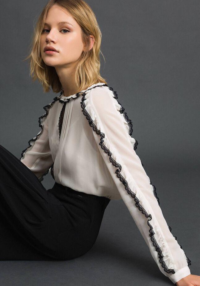 Bluse aus Georgette mit Mikrorüschen und Spitze