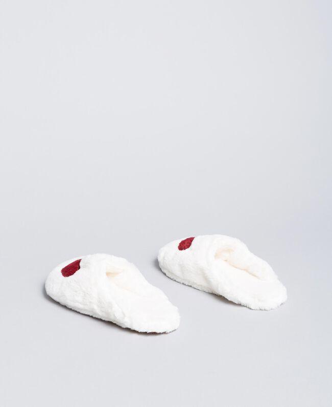 Slippers en fausse fourrure avec cœur Bicolore Ivoire /Rougeâtre Femme LA8ZDD-03