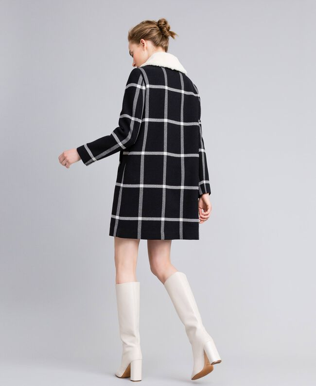 """Cappotto lungo in panno check Bicolor Quadri Nero / Bianco """"Neve"""" Donna PA826Z-03"""
