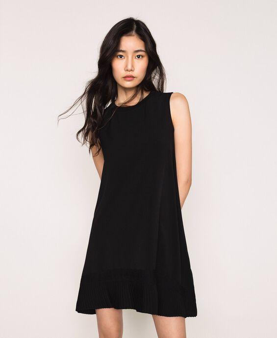 Платье с жоржетом и кружевом шантильи