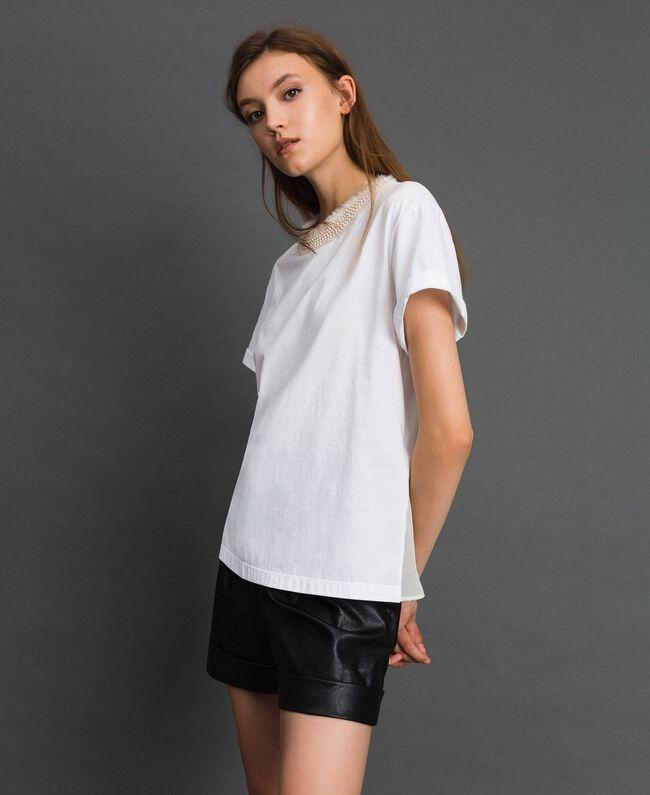 T-shirt with pearl jewel neckline White Woman 192TT2562-03