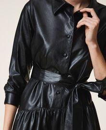 Kleid aus Lederimitat mit Gürtel und Volant Schwarz Frau 202ST2015-05