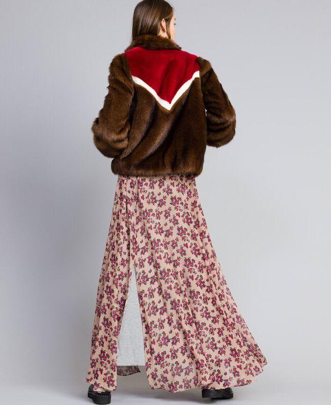 Jacke aus Pelzimitat mit Intarsien Mehrfarbig Mahagoni / Kirschrot-Fuchsia / Perlmutt Frau YA82CB-03
